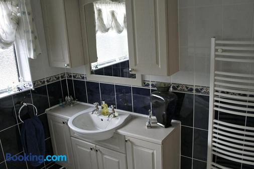 Fourwinds Leisure - March - Bathroom