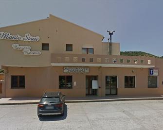 Hotel Monte Sirai - Carbonia - Gebouw