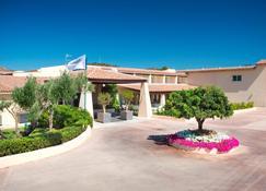 Hotel San Teodoro - San Teodoro - Building