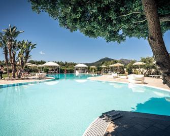 Hotel San Teodoro - San Teodoro - Piscina