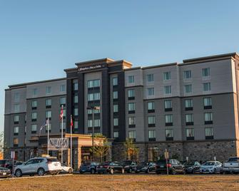 Hampton Inn & Suites by Hilton Bolton, ON, Canada - Caledon - Building