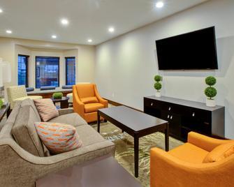 Staybridge Suites Benton Harbor - St. Joseph - Benton Harbor - Living room