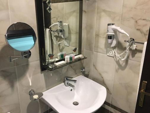 Al Rawda Hotel Residence - Al Darraja - Jeddah - Bathroom
