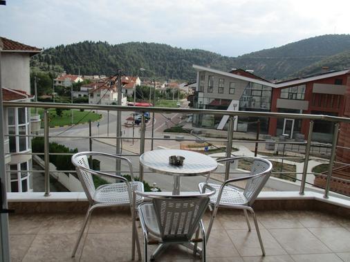 Kyknos De Luxe Suites - Chlói - Balcony