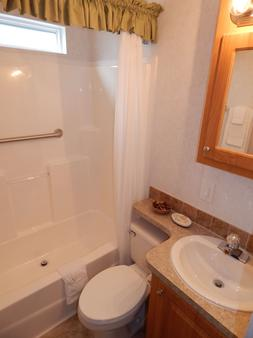Road Runner Travel Resort - Caravan Park - Fort Pierce - Bathroom