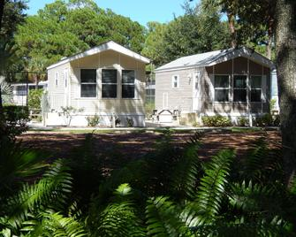 Road Runner Travel Resort - Fort Pierce - Building