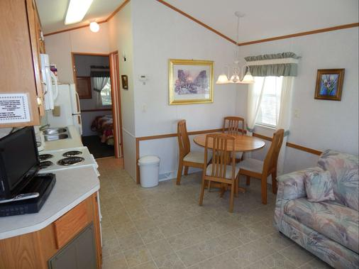 Road Runner Travel Resort - Caravan Park - Fort Pierce - Dining room