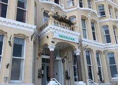 Trevelyan - Douglas - Bygning