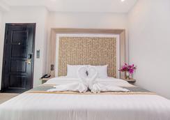 New York Hotel - Phnom Penh - Phòng ngủ