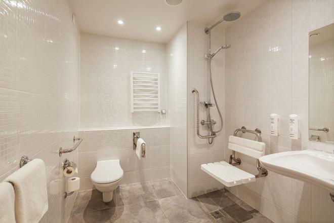 Campanile Bydgoszcz - Bydgoszcz - Bathroom