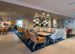 Holiday Inn Glasgow Airport - Glasgow - Lobby