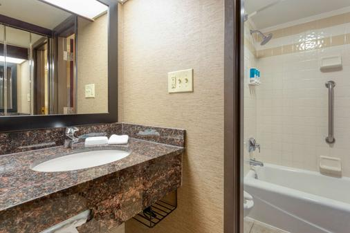 Drury Inn & Suites Atlanta Airport - Atlanta - Bathroom