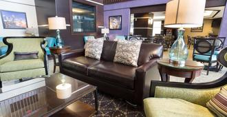 Drury Inn & Suites Atlanta Airport - Atlanta - Living room