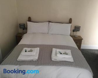 Mairs Bed And Breakfast. - Bridgend - Bedroom