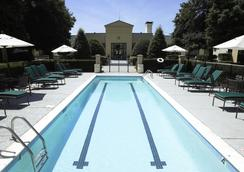 DoubleTree by Hilton Charlotte Airport - Charlotte - Uima-allas