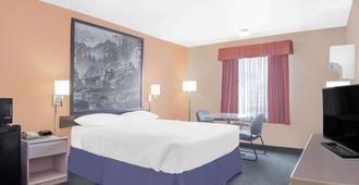Super 8 by Wyndham Cranbrook - Cranbrook - Bedroom