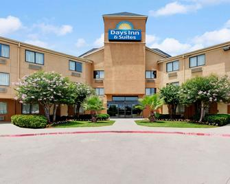 Days Inn & Suites by Wyndham DeSoto - DeSoto - Edificio