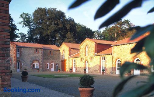 Chambres D'hôtes Domaine De La Corbe - Saint-Hilaire-le-Vouhis - Building