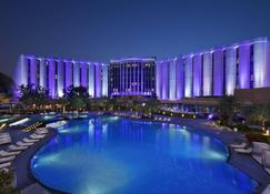 The Ritz-Carlton Bahrain - Manama - Piscina