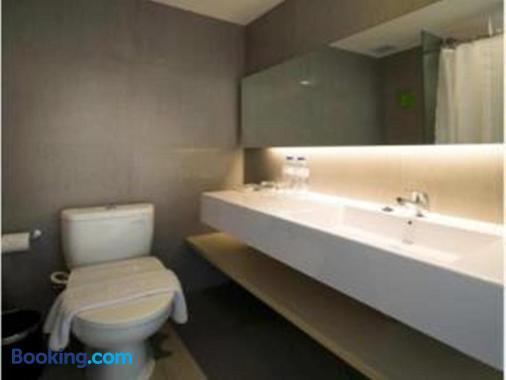 Zuri Express Lippo Cikarang - Bekasi - Bathroom
