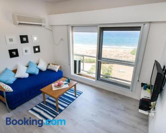 Ha-aliya Sea View - Naharija - Living room