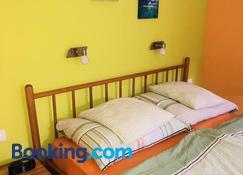 Sobe-Apartmaji-Terapije - Maribor - Yatak Odası