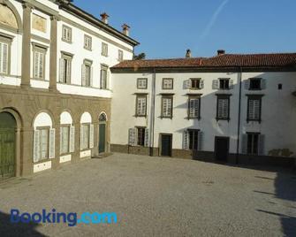 Charmerooms Villa Moroni - Stezzano - Building