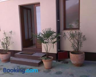 Guest House Villa Herbarium - Slavonski Brod - Building