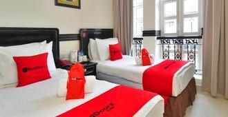RedDoorz near Marine Parade Central - Singapore - Bedroom
