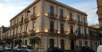 Grande Albergo Alfeo - סירקוזה - בניין