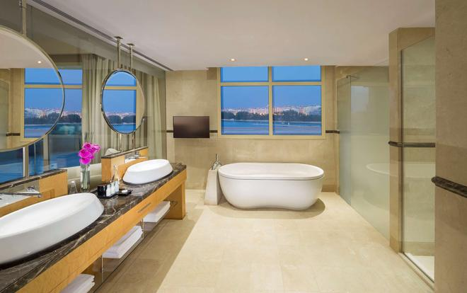 Grand Hyatt Doha - Doha - Bathroom
