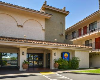 Comfort Inn and Suites Rancho Cordova-Sacramento - Rancho Cordova - Building