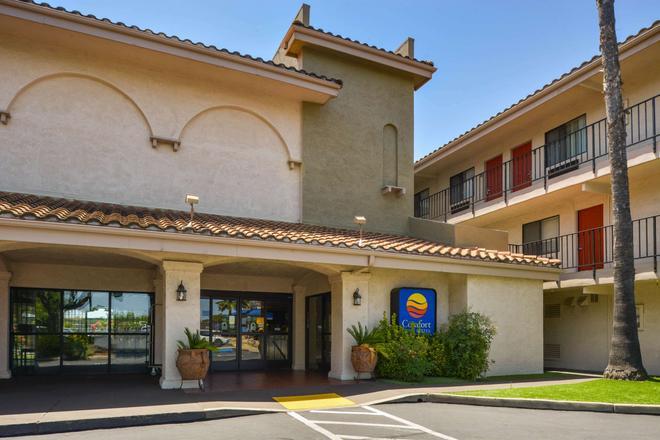 Comfort Inn and Suites Rancho Cordova-Sacramento - Rancho Cordova - Rakennus