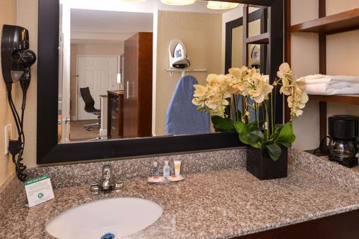 Comfort Inn and Suites Rancho Cordova-Sacramento - Rancho Cordova - Bathroom