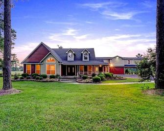Maple Creek Bed and Breakfast - Tomball - Building