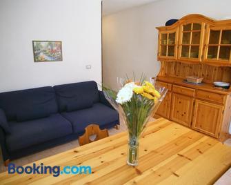 Appartamenti Mare Blu - Isola Rossa - Huiskamer