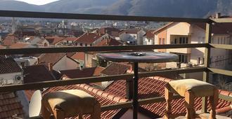 Apartments & Hostel Zdrava Hrana - Mostar - Balcony