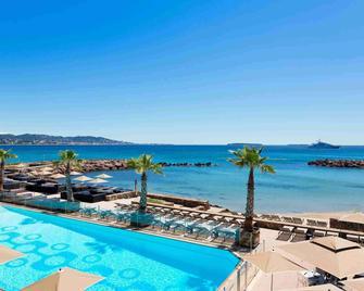 Pullman Cannes Mandelieu Royal Casino - Мандельє-ла-Напуль - Басейн