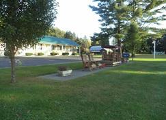 The Weathervane Motel - Лейнсборо - Патио