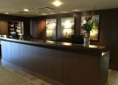 Executive Suites Hotel & Resort, Squamish - Squamish - Recepción