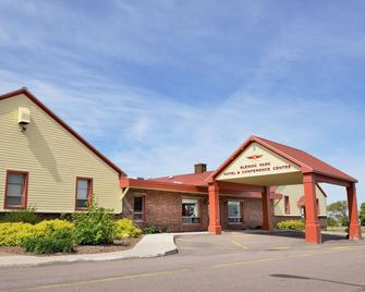 Slemon Park Hotel & Conference Centre - Summerside - Building