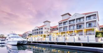 Ramada by Wyndham Hope Harbour - Hope Island - Building