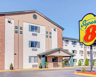 Super 8 by Wyndham Louisville Airport - Louisville - Rakennus