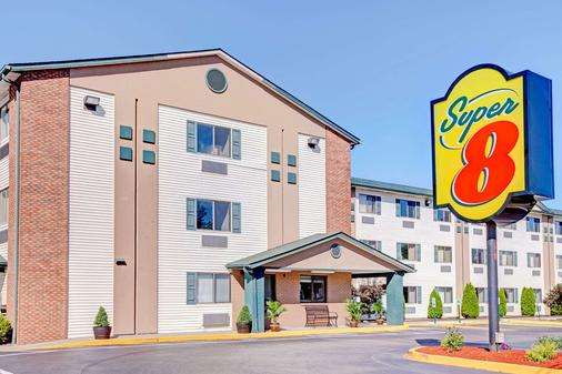Super 8 by Wyndham Louisville Airport - Louisville - Building