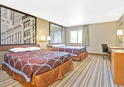 Super 8 by Wyndham Louisville Airport - Louisville - Bedroom