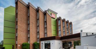 Red Roof Inn & Suites Macon - Макон
