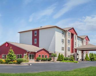 Ramada by Wyndham Shelbyville/Louisville East - Shelbyville - Building