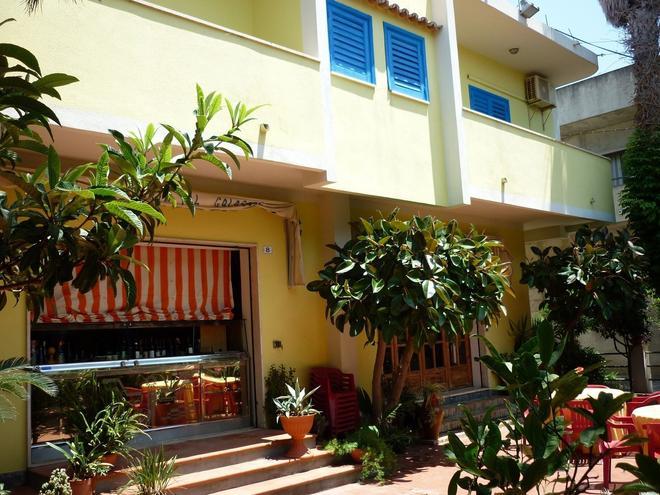 Hotel Alexander - Ricadi - Θέα στην ύπαιθρο
