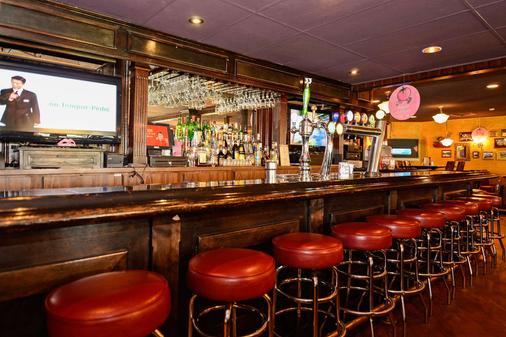 Quality Inn - Arnprior - Bar