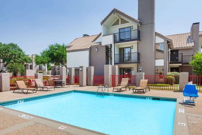 Hawthorn Suites by Wyndham Dallas Love Field Airport - Dallas - Pool